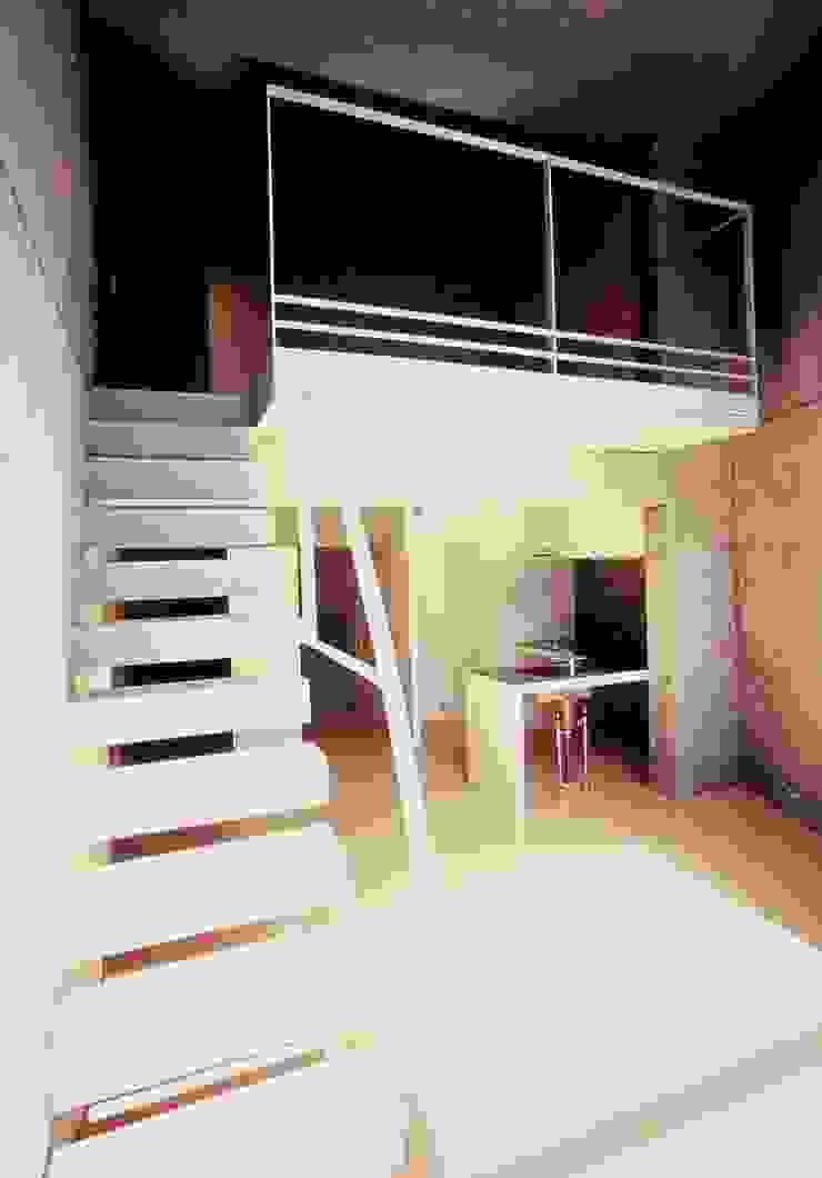 Residence LILAS モダンデザインの リビング の SOCIUS一級建築士事務所 モダン コンクリート