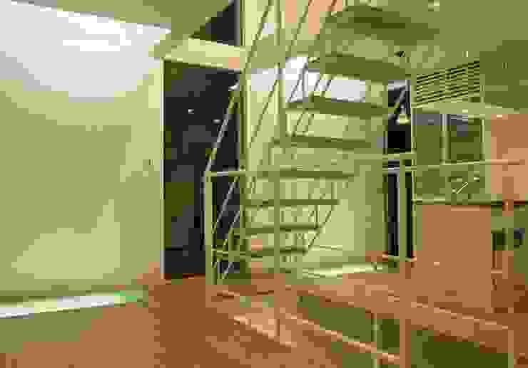 Wohnzimmer von SOCIUS一級建築士事務所,