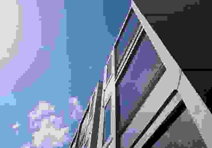 Residence LILAS モダンな 家 の SOCIUS一級建築士事務所 モダン コンクリート