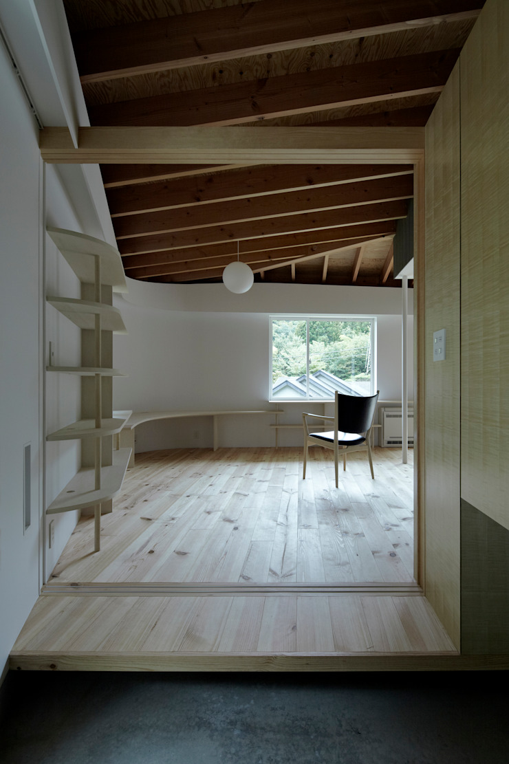 Eclectic style living room by 池田雪絵大野俊治 一級建築士事務所 Eclectic