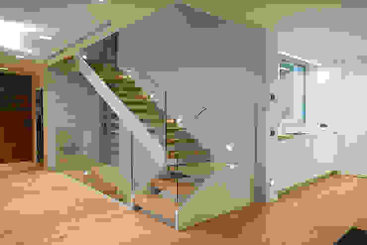 Corredores, halls e escadas modernos por Jorge Belloch interiorismo Moderno