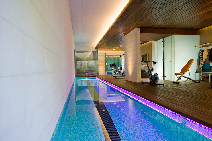 Modern pool by Jorge Belloch interiorismo Modern