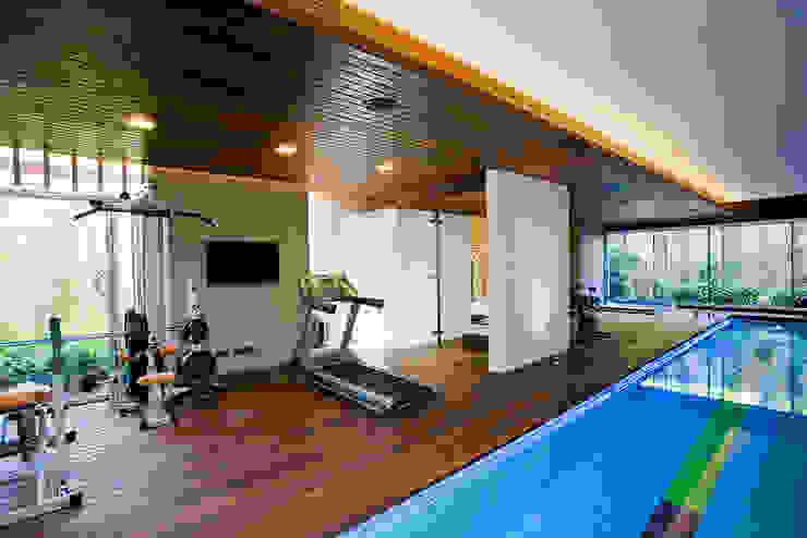 Vivienda unifamiliar en Dénia, Alicante Gimnasios domésticos de estilo moderno de Jorge Belloch interiorismo Moderno