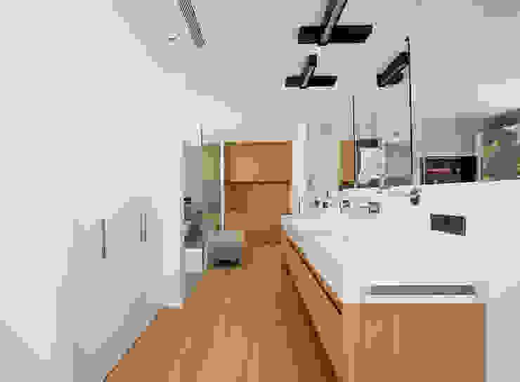 Banheiros modernos por Jorge Belloch interiorismo Moderno