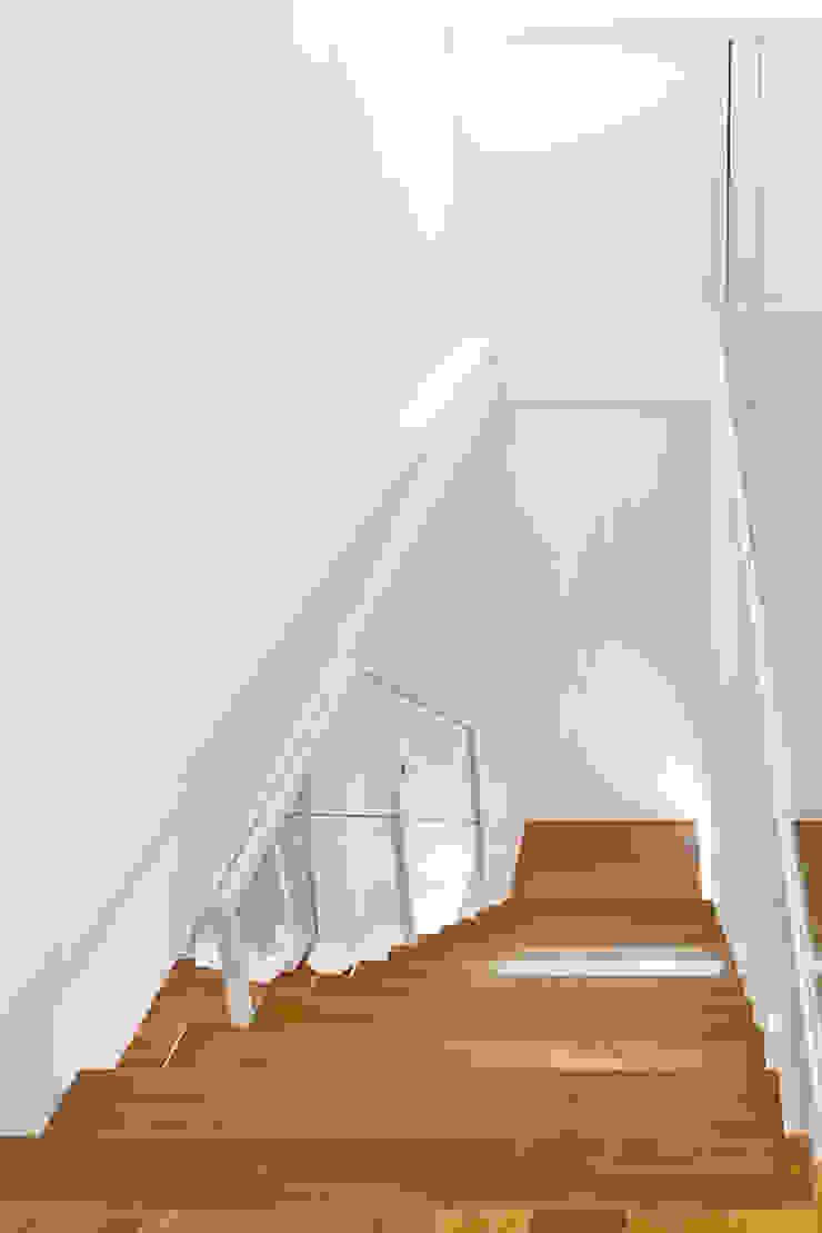 scala mansarda Ingresso, Corridoio & Scale in stile moderno di Andrea Stortoni Architetto Moderno