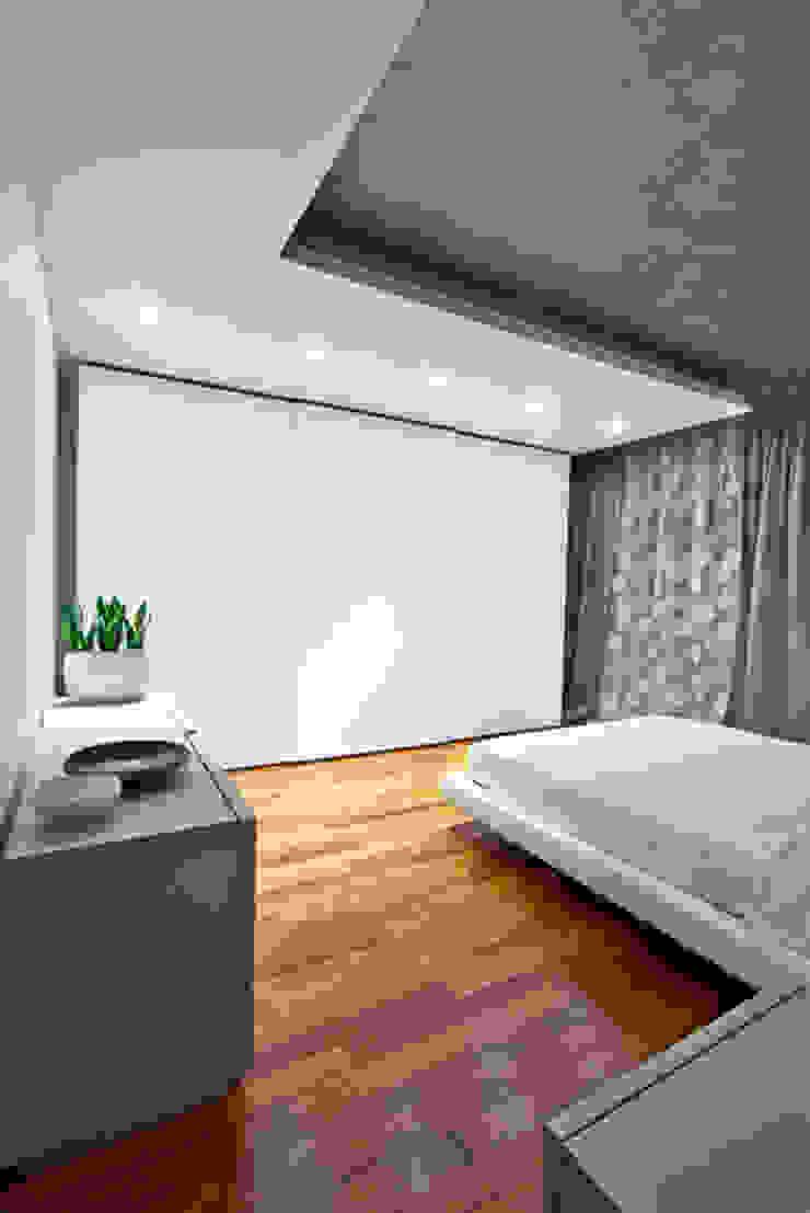 camera da letto matrimoniale Camera da letto moderna di Andrea Stortoni Architetto Moderno