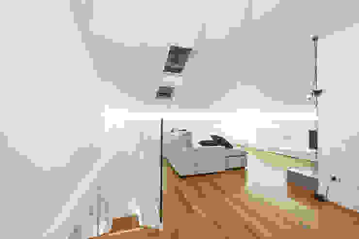 Salon de style  par Andrea Stortoni Architetto, Moderne