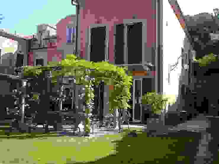 An Ancient Villa Nhà phong cách kinh điển bởi Giuseppe Tucci Interior Designer Kinh điển
