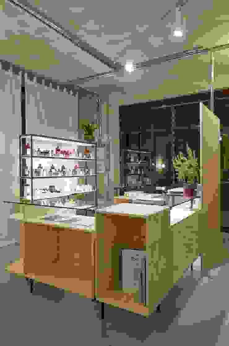 bancone principale Negozi & Locali commerciali in stile industrial di Andrea Stortoni Architetto Industrial