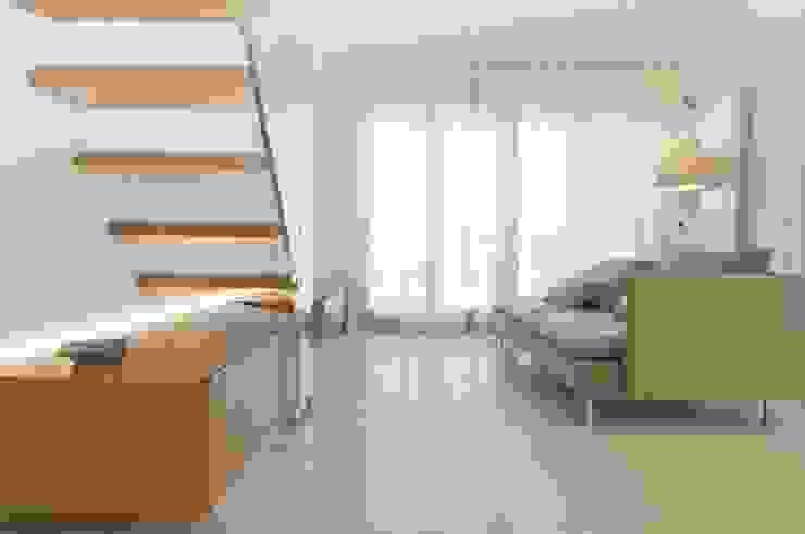 غرفة المعيشة تنفيذ Andrea Stortoni Architetto