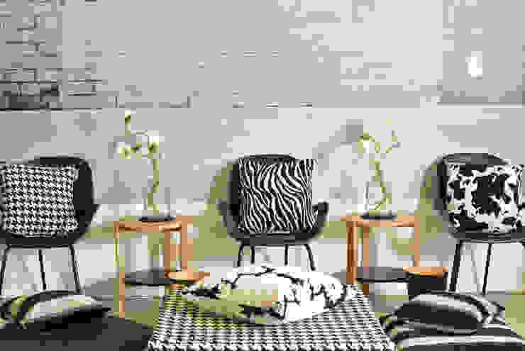Dekokissen und black and white: modern  von APART,Modern