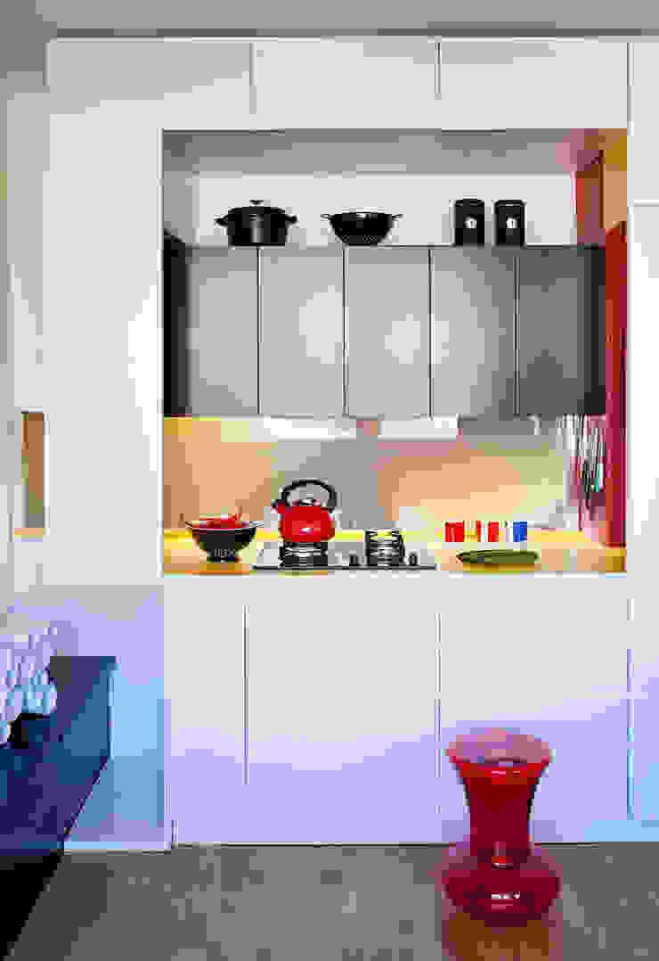 Cocinas de estilo moderno de kacper gronkiewicz architekt Moderno