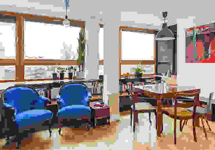 Salas de estilo ecléctico de kacper gronkiewicz architekt Ecléctico