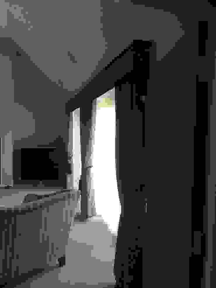 Window dressing for Bi Fold door Modern living room by louise.r Modern