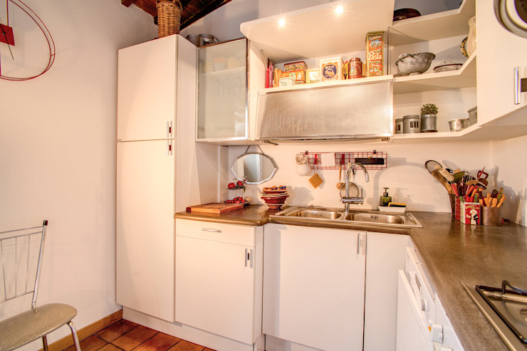 SUBURRA Cucina moderna di MOB ARCHITECTS Moderno