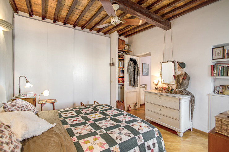 SUBURRA Camera da letto moderna di MOB ARCHITECTS Moderno