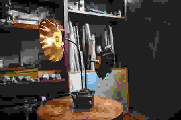 Sunflower:  in stile industriale di Laboratorio Arc&Craft, Industrial