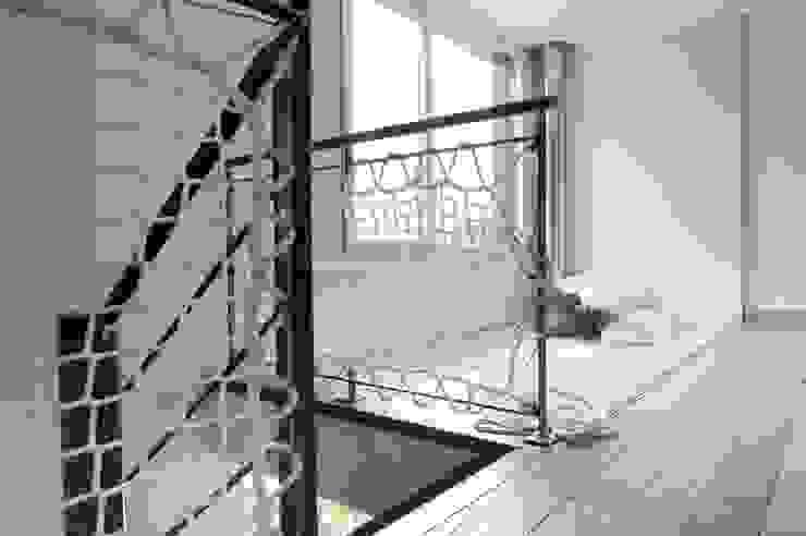 Modern Koridor, Hol & Merdivenler atelier—ZOU Modern