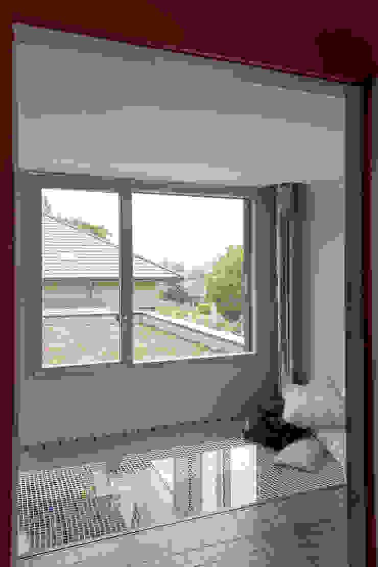 Maison imbriquée Murs & Sols modernes par atelier—ZOU Moderne