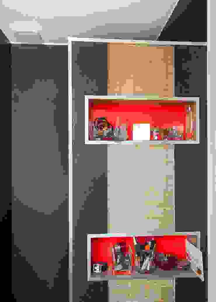 Maison imbriquée Salle de bain moderne par atelier—ZOU Moderne