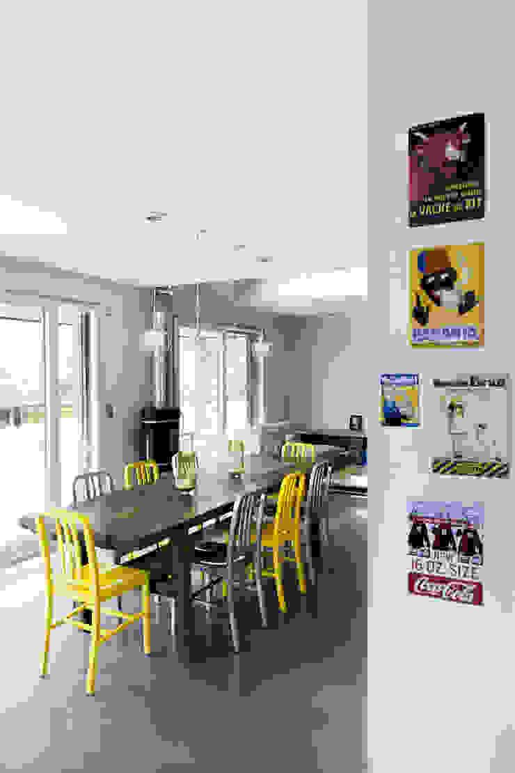 Maison imbriquée Salle à manger moderne par atelier—ZOU Moderne