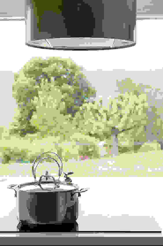 Maison imbriquée Cuisine moderne par atelier—ZOU Moderne