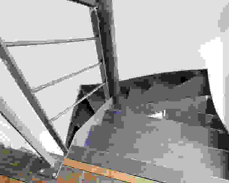 Maison imbriquée Couloir, entrée, escaliers industriels par atelier—ZOU Industriel