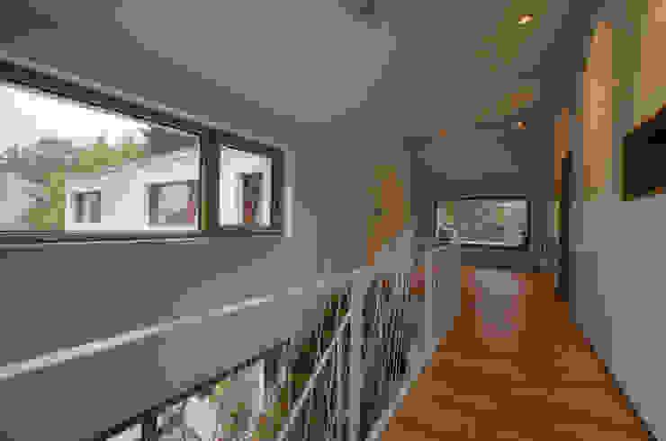 Wohnhaus R+J Moderner Flur, Diele & Treppenhaus von Bodamer Faber Architekten BDA Modern