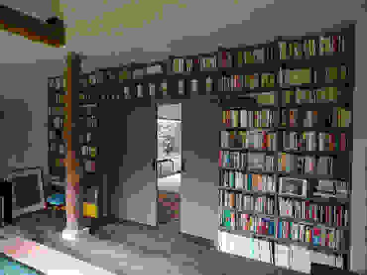 Librería Livings de estilo moderno de MUEBLES DE LA GRANJA Moderno