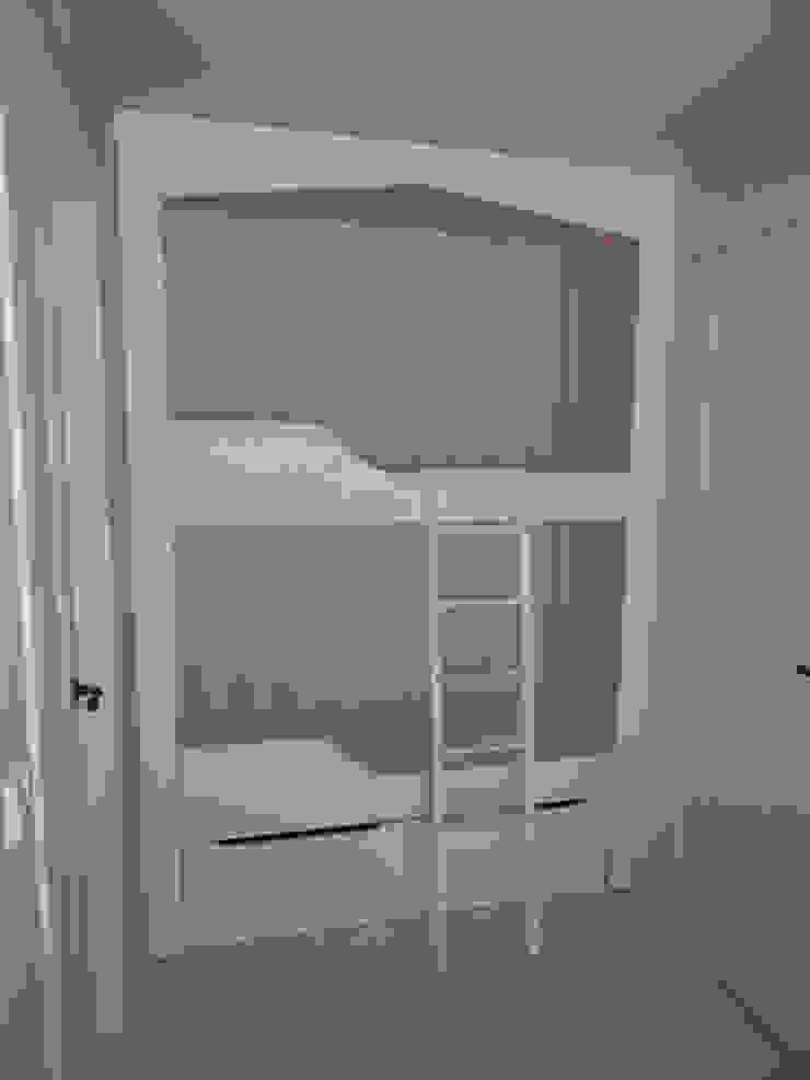 Literas Dormitorios infantiles de estilo escandinavo de MUEBLES DE LA GRANJA Escandinavo