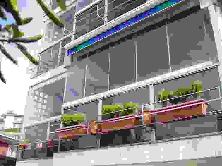Acristalamiento de Balcones Balcones y terrazas de estilo moderno de IBZ Cristal Moderno