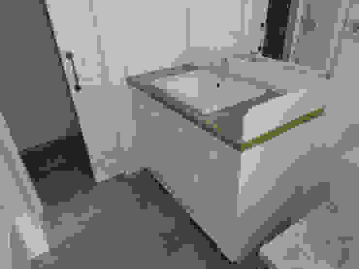 Mueble baño Baños de estilo escandinavo de MUEBLES DE LA GRANJA Escandinavo