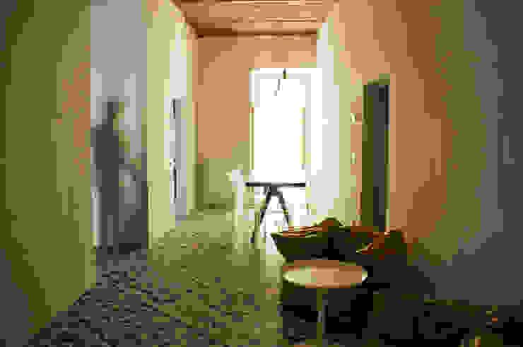 Ingresso Ingresso, Corridoio & Scale in stile minimalista di UnAltroStudio Minimalista