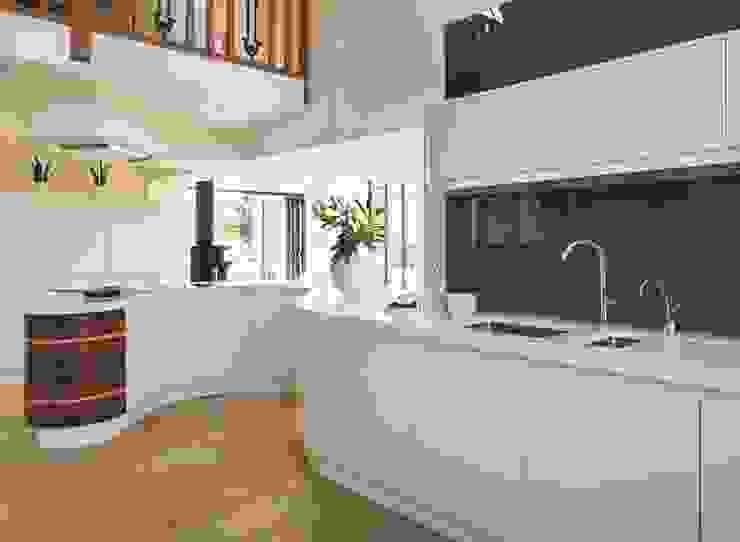 Bespoke Modern Kitchen: modern  by Reeva Design, Modern