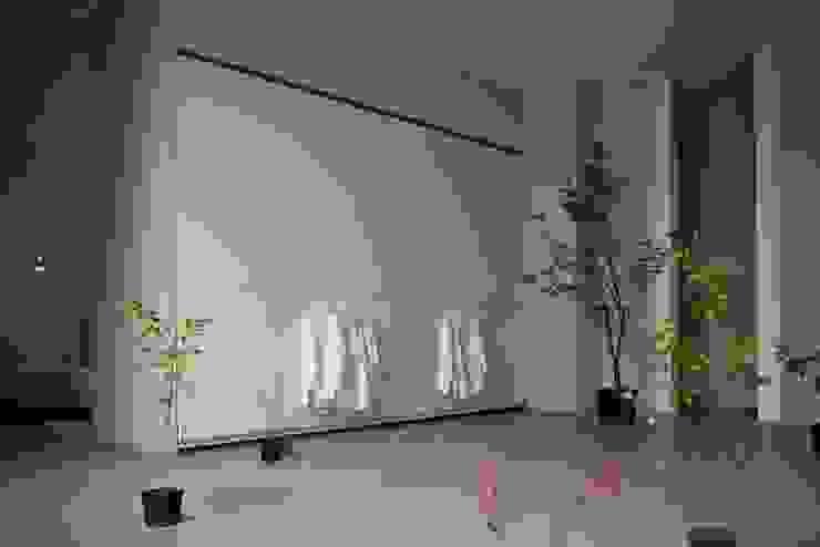 Wardrobes: modern  by Reeva Design, Modern