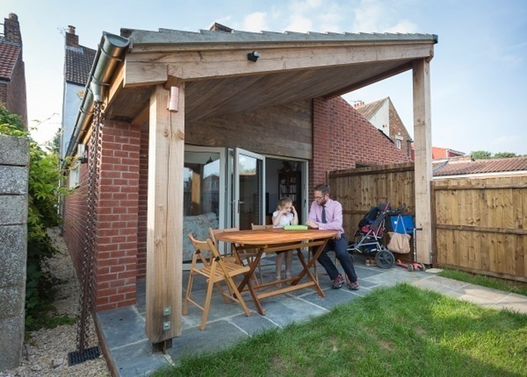 Timber framed extension モダンな 家 の Hart Design and Construction モダン