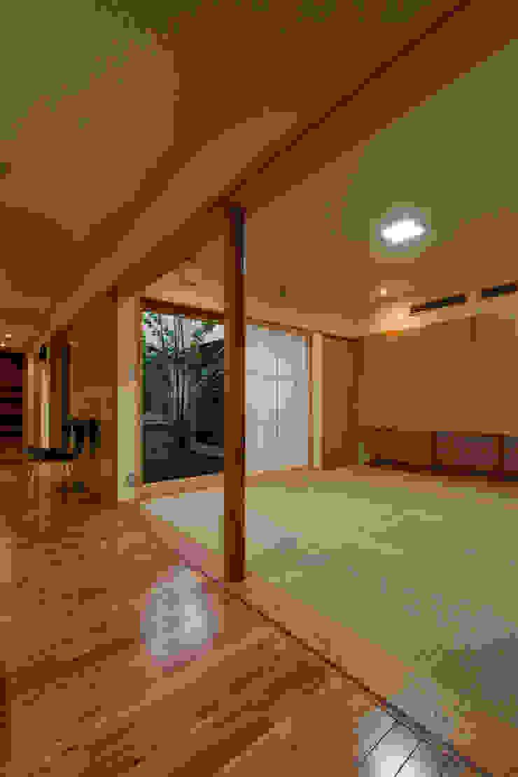 M邸 オリジナルデザインの 多目的室 の 長谷雄聖建築設計事務所 オリジナル