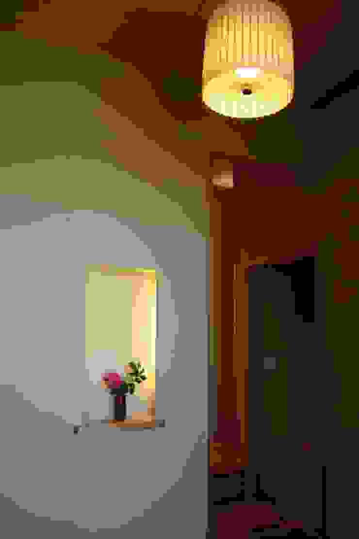 . 和風スタイルの 壁&フローリングデザイン の さんさい工房一級建築士事務所 和風