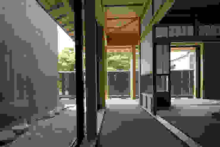 バリアフリー和風住宅/地の家: 森村厚建築設計事務所が手掛けた廊下 & 玄関です。,和風