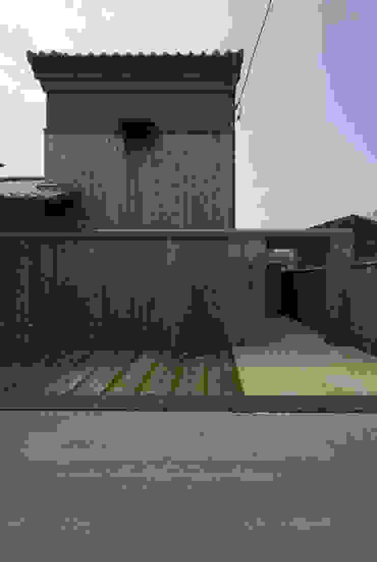 バリアフリー和風住宅/地の家 日本家屋・アジアの家 の 森村厚建築設計事務所 和風