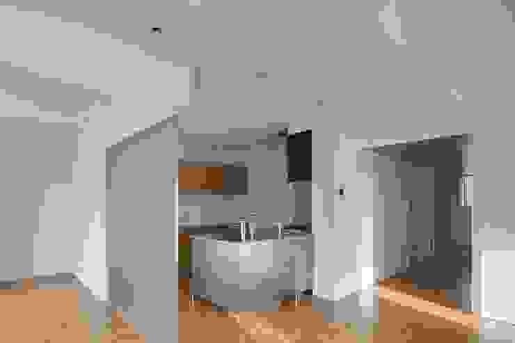 Modern Kitchen by ろく設計室 Modern