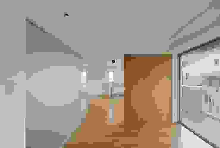 Modern Bedroom by ろく設計室 Modern