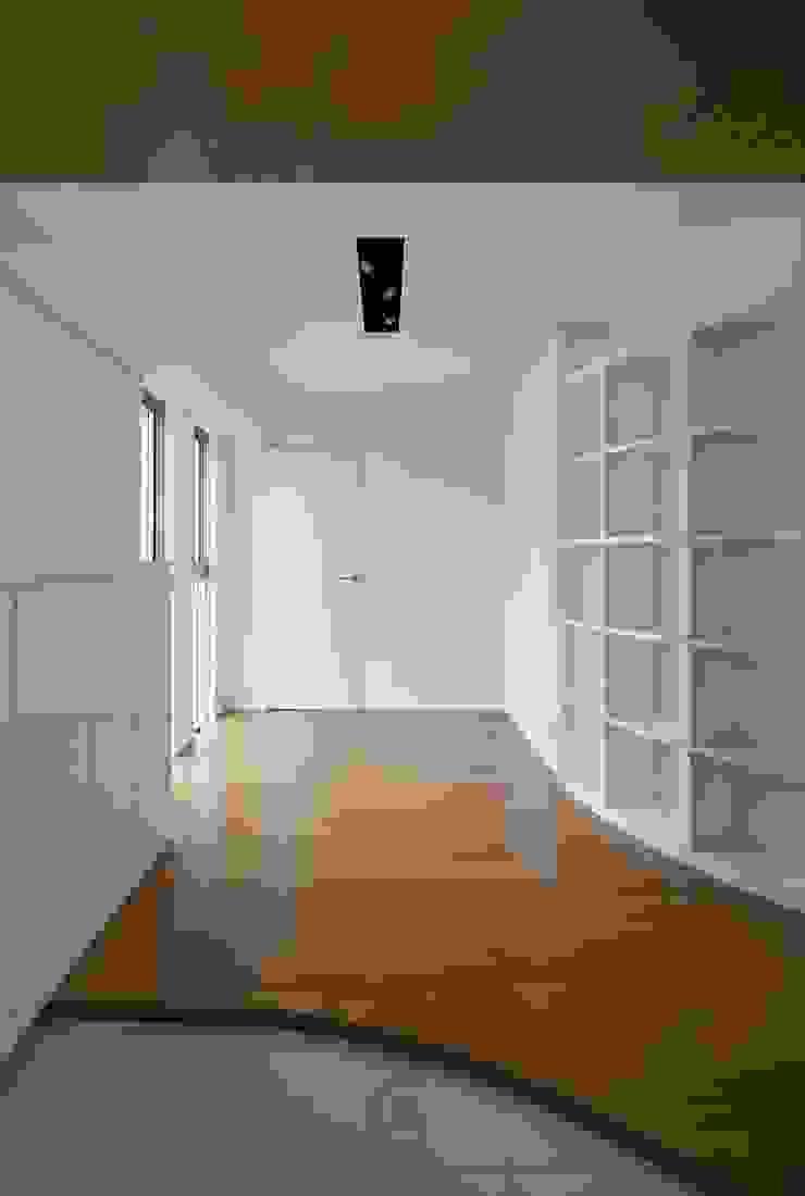 modern  by ろく設計室, Modern