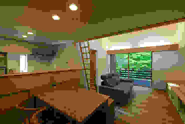 Ruang Keluarga Gaya Skandinavia Oleh 光風舎1級建築士事務所 Skandinavia