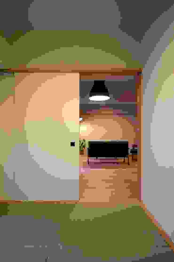 HOUSE U (リノベーション) クラシカルスタイルの 寝室 の ろく設計室 クラシック