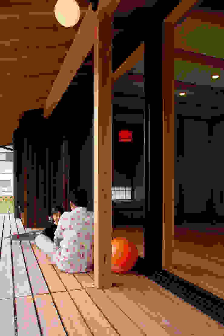 エコ・レトロの家 クラシックデザインの テラス の 大森建築設計室 クラシック
