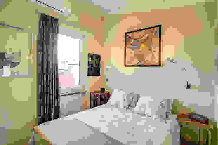 SPAVENTA Camera da letto moderna di MOB ARCHITECTS Moderno