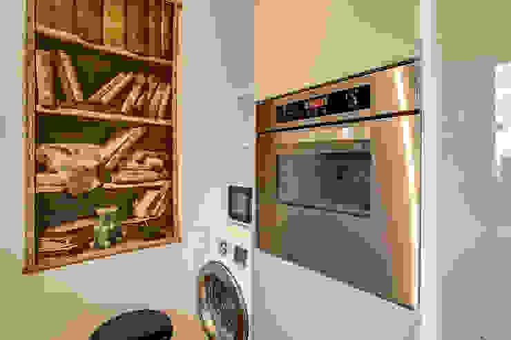 SPAVENTA Cucina moderna di MOB ARCHITECTS Moderno