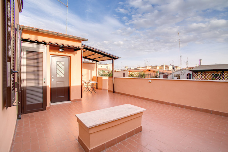 SPAVENTA Balcone, Veranda & Terrazza in stile moderno di MOB ARCHITECTS Moderno
