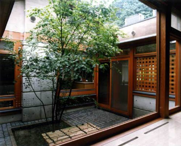 中庭 の 片倉隆幸建築研究室